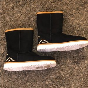 Brand new Black & Tan UGG boots. Size 8.